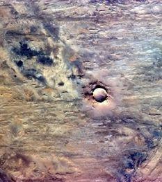 cratère de météorite en Afrique