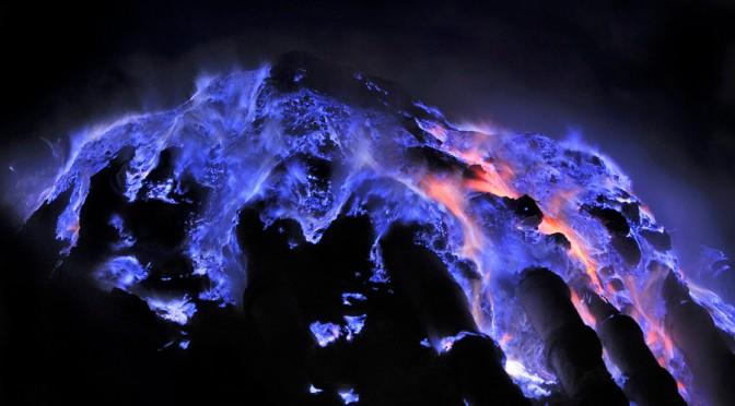 Les coulées de lave bleue du volcan Kawah Ijen
