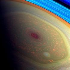 Tempête au pôle nord de Saturne.
